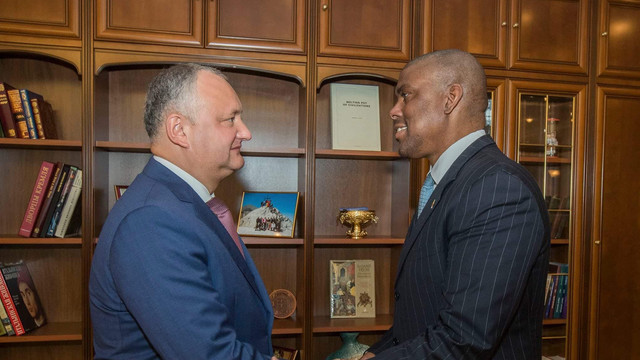 O nouă întrevedere dintre Igor Dodon și ambasadorul SUA la Chișinău. Despre ce au discutat oficialii