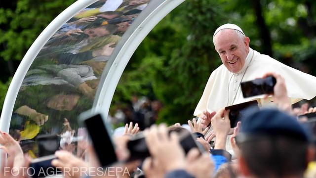 100.000 de credincioși l-au așteptat pe Papa Francisc la Iași. A dorit să reducă decalajul dintre catolicii maghiari și românii ortodocși (Euronews)