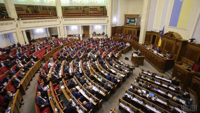 SONDAJ | Șase partide ar intra în Parlamentul de la Kiev