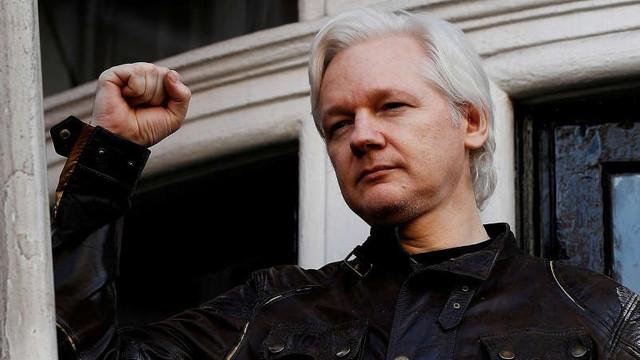 Justiția suedeză respinge arestarea lui Julian Assange ''in absentia''