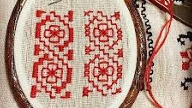 UE a finanțat un proiect de reconstruire a costumelor tradiționale. Gospodinele din Vadul-Raşcov au confecționat piese populare pentru muzeu