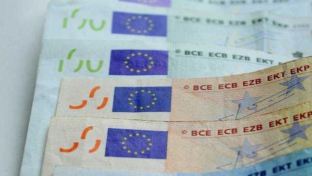 UE a înregistrat un excedent al balanţei comerciale de 1,4 miliarde de euro, în aprilie