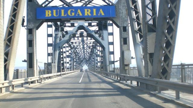 Astăzi autoturismele care trec podul peste Dunăre - în sensul Giurgiu-Ruse - sunt scutite de achitarea tarifului de trecere