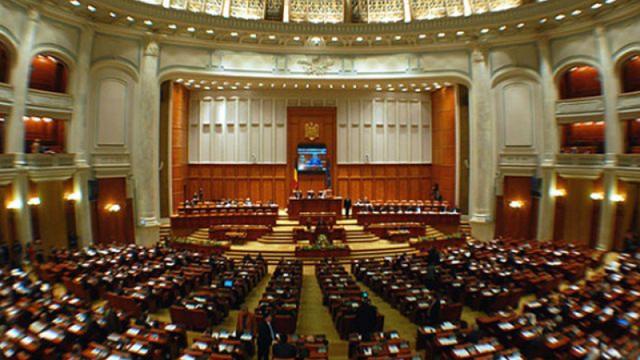 Parlamentul României a adoptat declarația privind susţinerea noului Guvern de la Chişinău