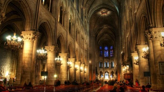 Arhiepiscopul Parisului ţine mâine o slujbă la Notre-Dame