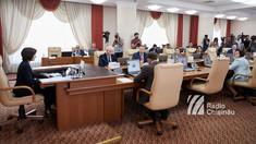 Cinci miniștri de la Chișinău merg astăzi într-o vizită la București