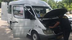 Amenzi pentru nereguli la microbuzele din Capitală. Polițiștii nu au admis ieșirea pe rută a trei mașini
