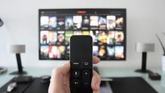 Adormiţi cu televizorul conectat? Iată ce trebuie să ştiţi!