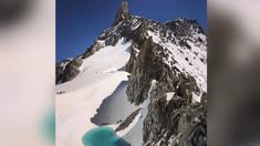 Căldura extremă topeşte zăpada în vârful munţilor Alpi. Un lac s-a format în doar 10 zile
