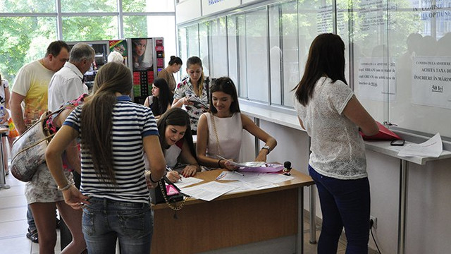 Tinerii nu vor mai fi obligați să prezinte certificat medical la admiterea la universități