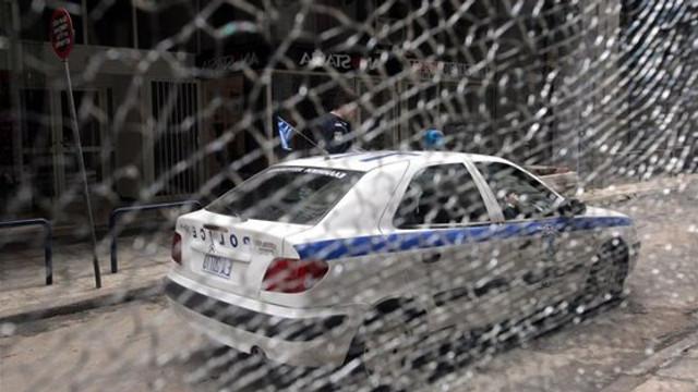 Mai mulţi anarhişti au atacat o secţie de poliţie din zona Acropole