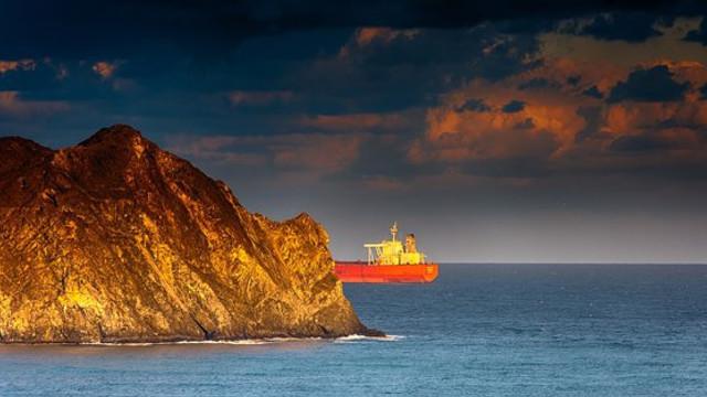 Căpitanul şi secundul petrolierului capturat în Gibraltar au fost plasaţi în arest preventiv