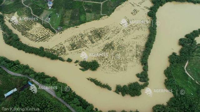 China: Aproape 20 de milioane de persoane, afectate de inundaţii în acest sezon
