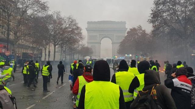 Mişcarea vestelor galbene a păgubit statul francez, dar şi mediul privat cu sute de milioane de euro