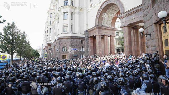 Rusia | Peste 1.000 de participanți la o manifestație de protest au fost arestați de poliție la Moscova