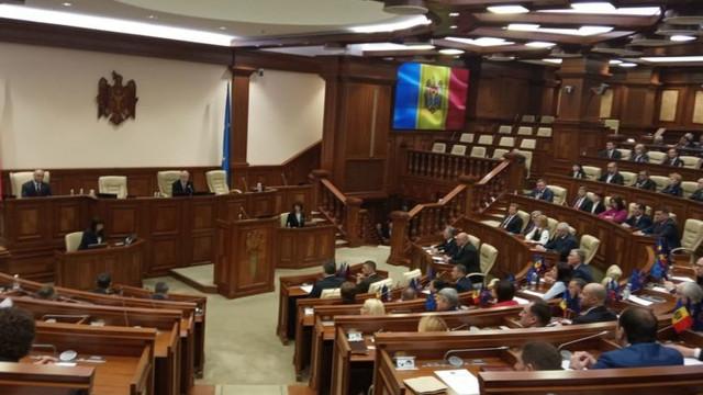 83 de deputați sunt prezenți la ședința Parlamentului. Cine lipsește