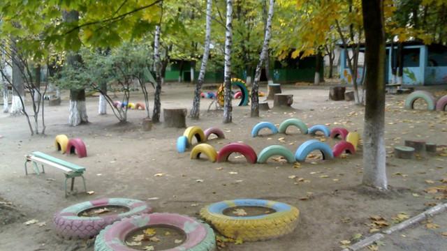 Sistarea activității grădinițelor pe perioada verii dă bătăi de cap părinților cu copii mici
