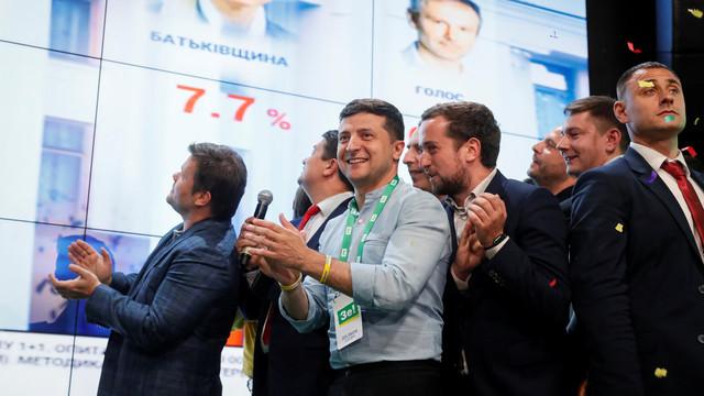 Alegeri în Ucraina   Partidul lui Zelenski conduce detașat. Liderul de la Kiev este dispus pentru o alianță