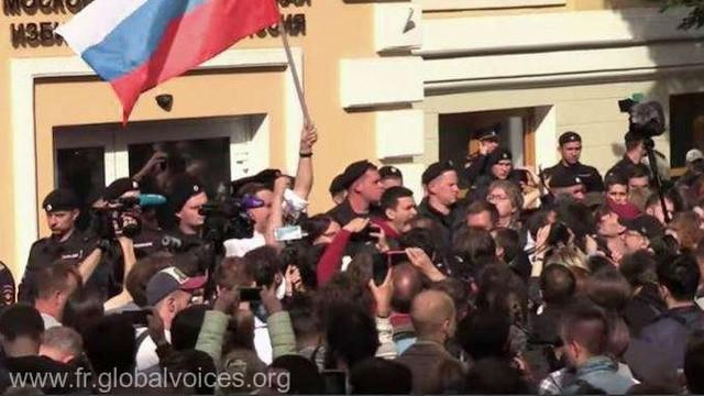 Rusia | Poliția a descins la sediile de campanie ale membrilor opoziției