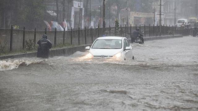 Cel puţin 13 persoane au murit la Mumbai după ce un zid s-a prăbuşit din cauza ploilor abundente