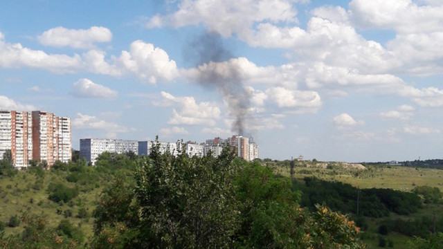 Acoperișul unui imobil nefinalizat arde la Botanica