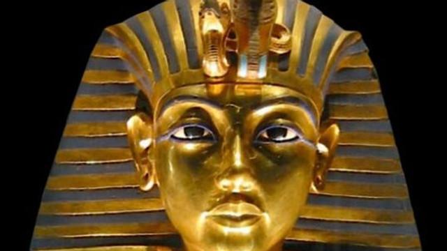 Scandal după ce o sculptură a lui Tutankhamon a fost vândută cu 6 milioane de dolari, la Londra