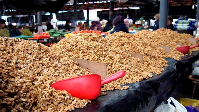 Monopolul la exportul de nuci, subiect de discuții între Vama R.Moldova și oficialitățile Uniunii Europene
