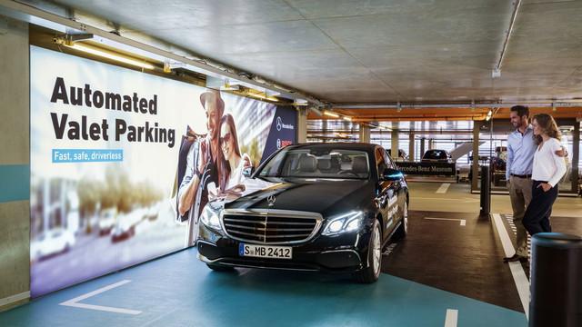 VIDEO | Prima parcare din lume în care maşinile vor parca fără şofer este cea a muzeului Mercedes (Autoblog)
