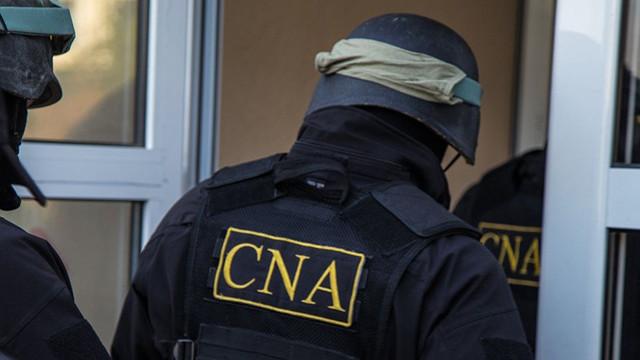 Ofițerii CNA fac percheziții la Consiliul Național pentru Determinarea Dizabilității și Capacității de Muncă (TV8)