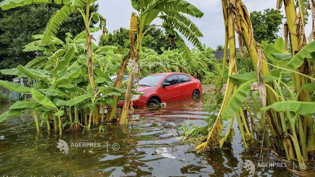 SUA - Furtuna tropicală Barry s-ar putea transforma în uragan (NHC)