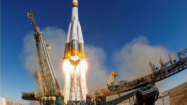 Rusia a lansat cu succes o rachetă Soyuz încărcată cu 33 de sateliţi