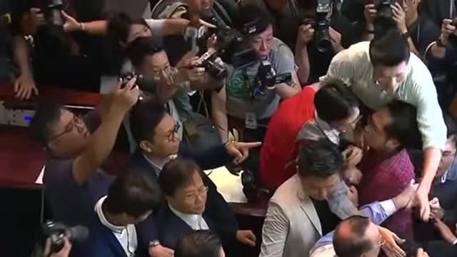 Şefa Executivului din Hong Kong, după protestele violente: Nimic nu e mai important ca statul de drept