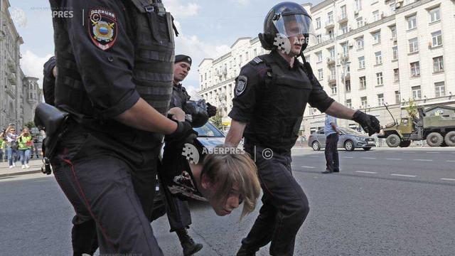 Rusia | Poliția a arestat zeci de participanți la o manifestație a opoziției de la Moscova