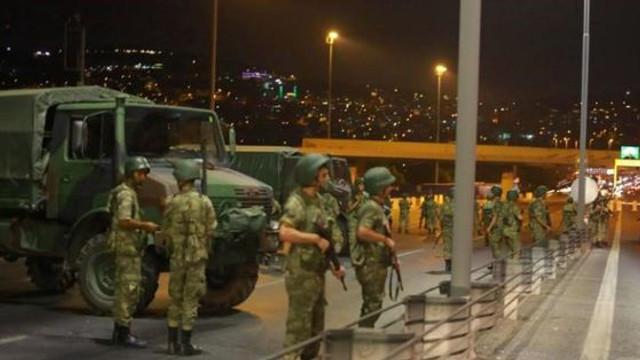 Erdogan continuă epurările, la trei ani de la lovitura eşuată de stat: Autorităţile din Turcia au ordonat arestarea a 122 de militari