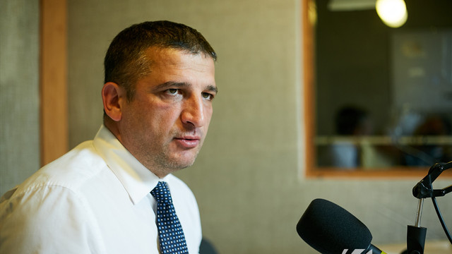 Vlad Țurcanu | Îndepărtarea funcționarilor promovați în regimul PD din pozițiile pe care le ocupă în prezent a devenit o chestiune de principiu (Revista presei)