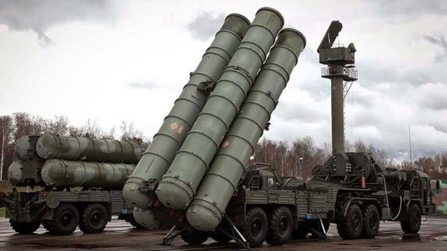 Primele componente ale sistemului defensiv rusesc S-400 au ajuns în Turcia