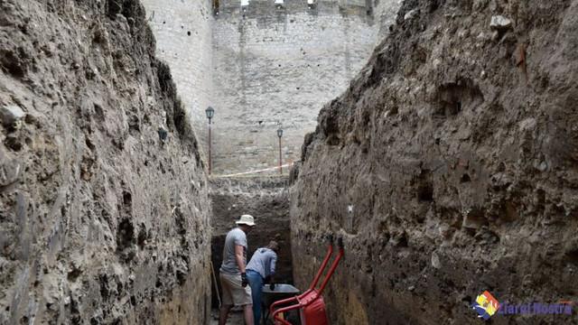FOTO | Arheologii au găsit un șanț de protecție în jurul Cetății din Soroca