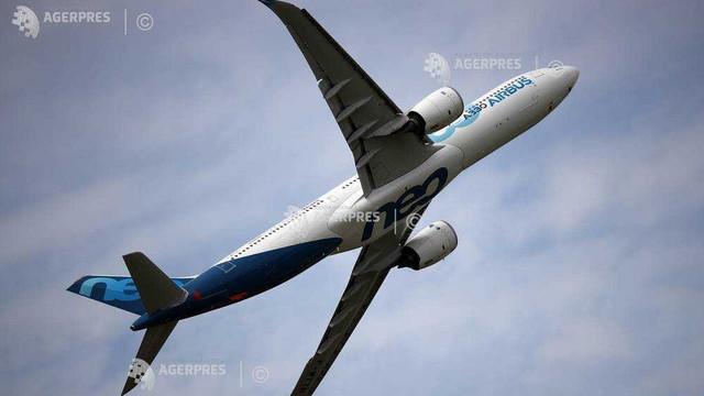 Aterizare de urgență, după ce un pilot a vărsat cafea pe panoul de control al avionului. SUTE de oameni se aflau la bord