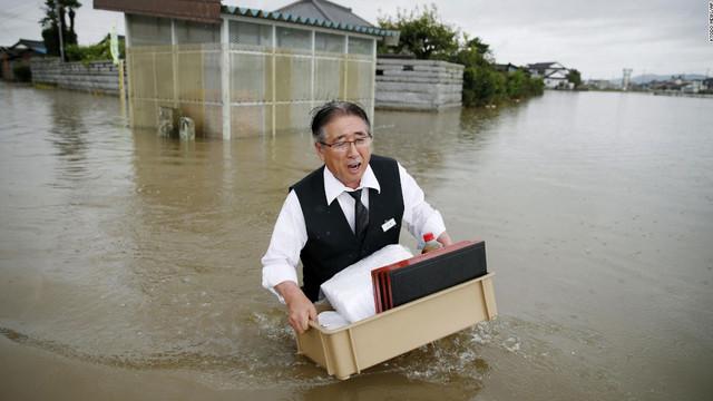 Ploi torenţiale în Japonia   Ordin de evacuare pentru un milion de persoane