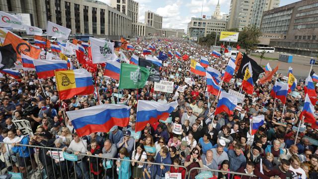 Peste 20.000 de ruși au cerut la Moscova alegeri libere, după ce zeci de candidați au fost eliminați abuziv din cursă