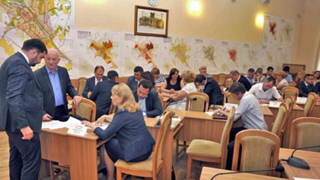 Consilieri municipali spun de ce l-au demis pe Ruslan Codreanu