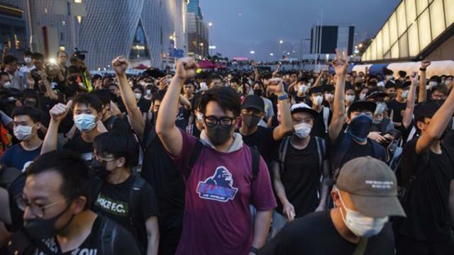 """VIDEO   Victorie pentru protestatarii din Hong Kong. Şefa Executivului a anunţat că """"proiectul privind extrădările este mort"""""""