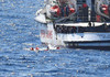 Open Arms: Migranţi disperaţi se aruncă în mare, situaţia 'a scăpat de sub control', afirmă organizaţia spaniolă
