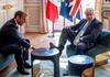 VIDEO | Boris Johnson cu piciorul pe masă, sub privirile lui Emmanuel Macron, la Palatul Élysée