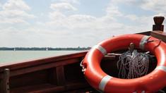 O barcă în care se aflau copii s-a răsturnat pe lacul de la Costești-Stânca. Doar patru din sinistrați erau echipați cu veste de salvare