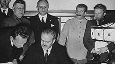 DOCUMENTAR: Pactul Ribbentrop – Molotov – infamia redesenării Europei