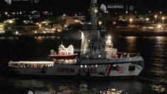 Open Arms: Nava militară spaniolă care se îndreaptă spre Lampedusa va prelua 15 migranţi (vicepremier)
