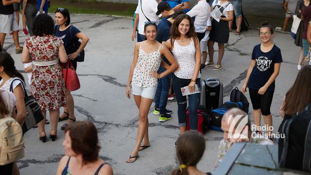 GALERIE FOTO | 170 de elevi olimpici au plecat în tabăra de odihnă de la Sulina, România