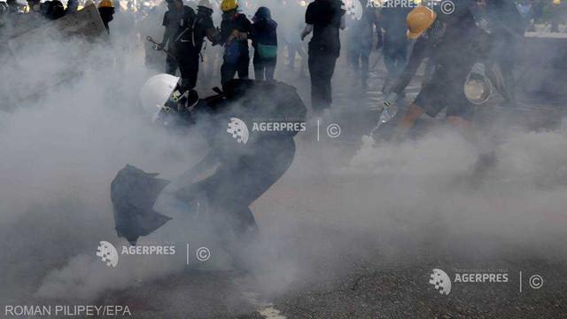 Noi ciocniri între poliţie şi manifestanţi s-au produs la Hong Kong după o scurtă acalmie