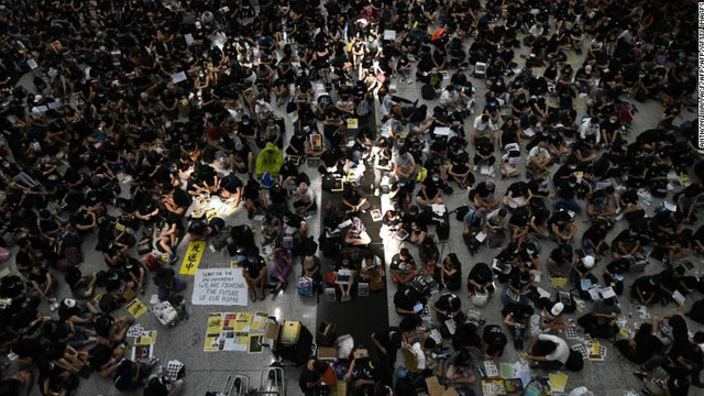Traficul aerian a fost reluat pe aeroportul din Hong Kong